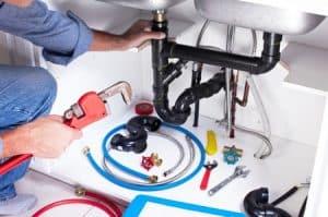Confier ses travaux à un plombier professionnel